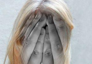 болит голова и давит на глаза