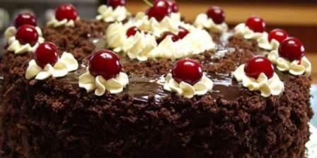 Шоколадно-вишневый торт со сметанным кремом