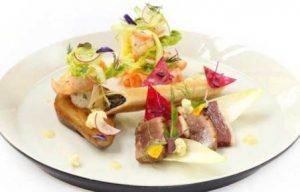 салат из рукколы с уткой и грушей