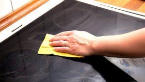 Как почистить электрическую плиту от жира и нагара