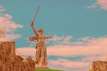 Памятник в Волгограде Родина - Мать зовет
