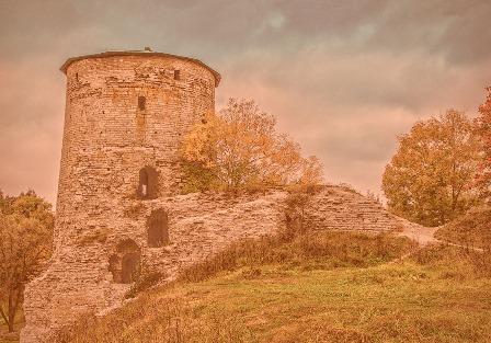 Гремячая башня в Пскове