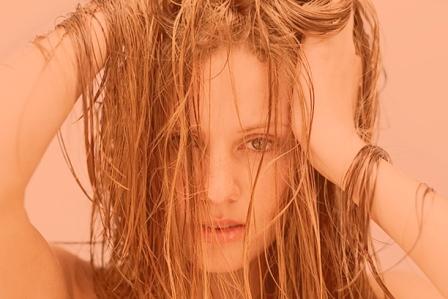 Почему волосы жирнеют