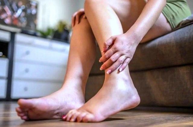 почему отекают стопы ног у женщин